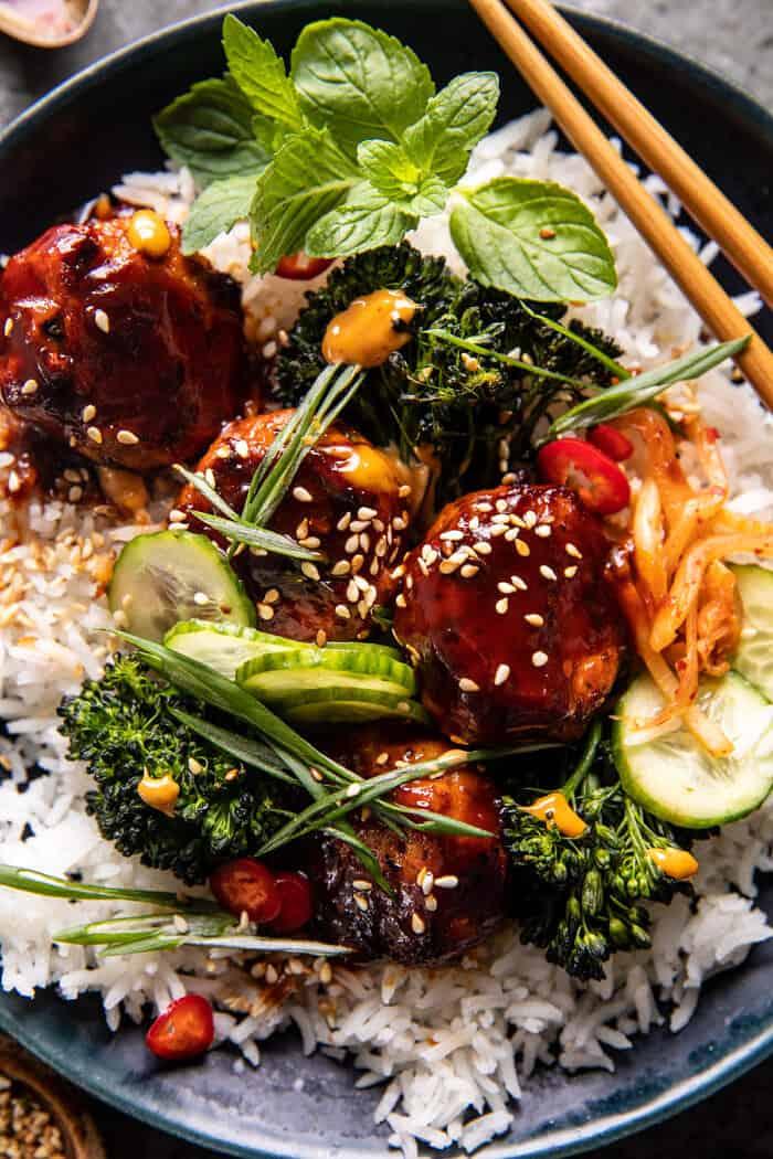 felső zár-megjelöl fénykép lapos pan ragadós koreai csirke húsgombóc