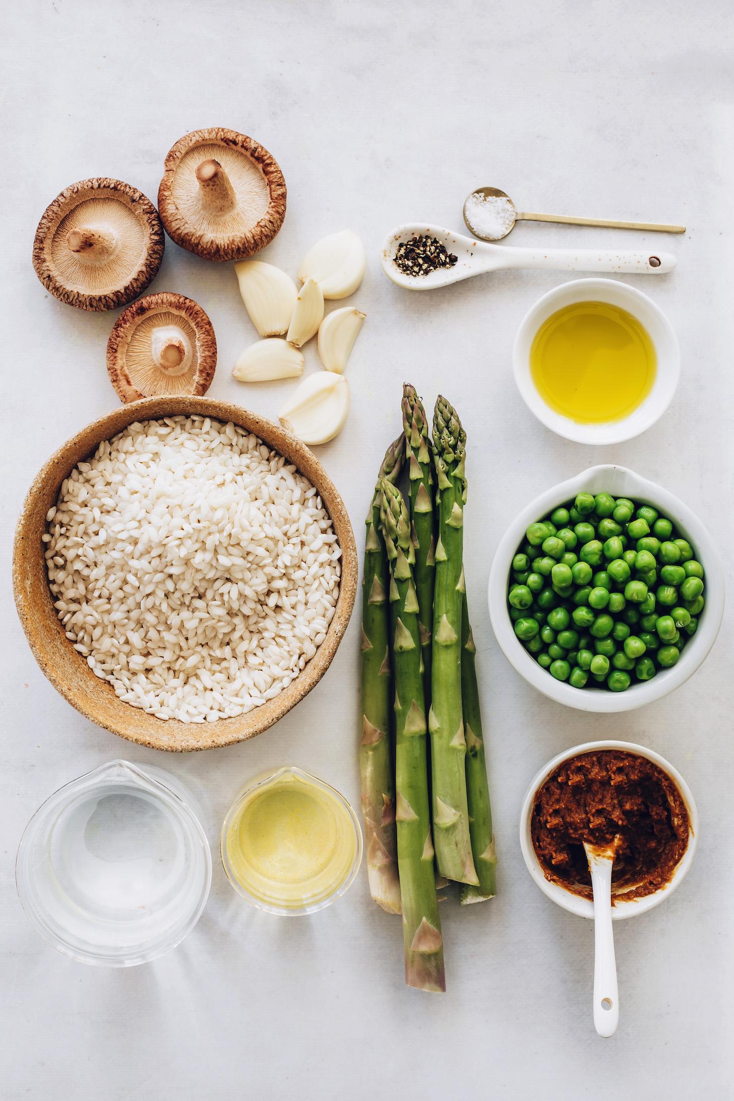 Shiitake gomba, fokhagyma, arborio rizs, víz, olívaolaj, spárga, fehérbor, miso paszta, tavaszi borsó, só és bors
