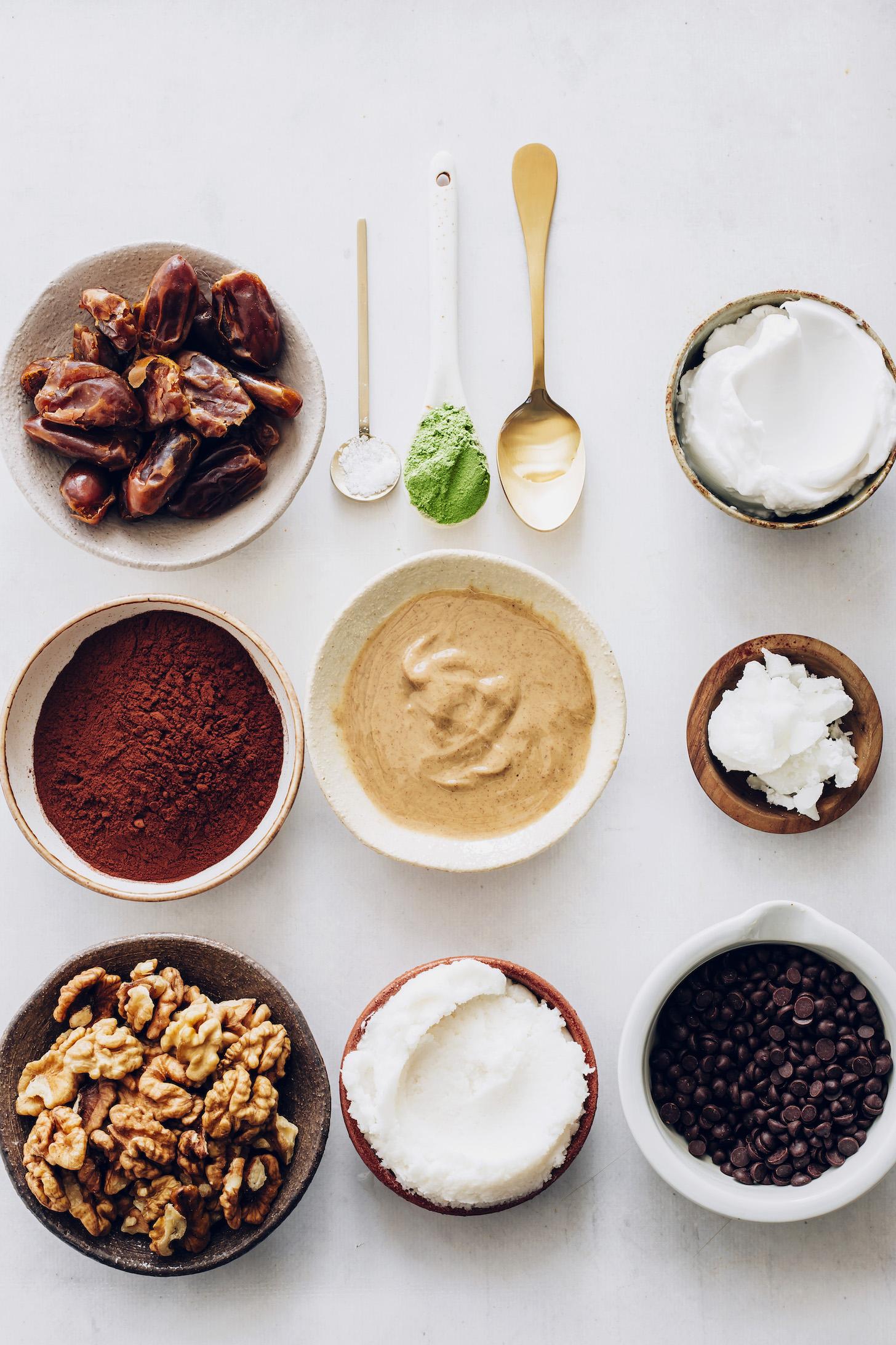 Dátumok, kakaópor, dió, kókuszvaj, kesudióvaj, borsmenta kivonat, kókusztej, kókuszolaj, moringa por, só és csokoládé chips