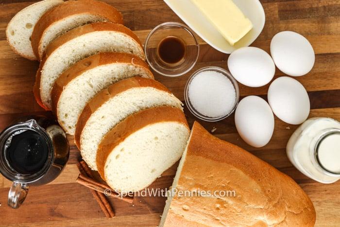 szeletelt kenyér és hozzávalók az Air Fryer francia pirítós elkészítéséhez