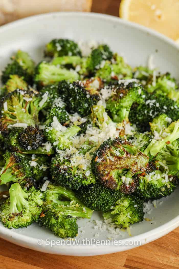 lemezes kemencében sült citromos parmezán brokkoli