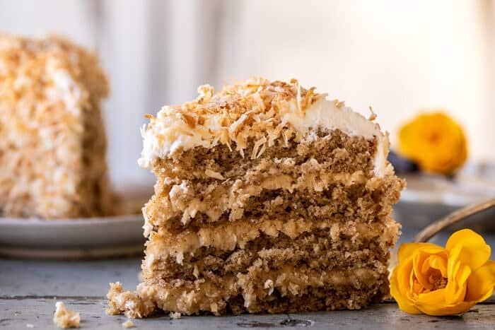 Kókuszos pekándió karamellás vaj torta  halfbakedharvest.com