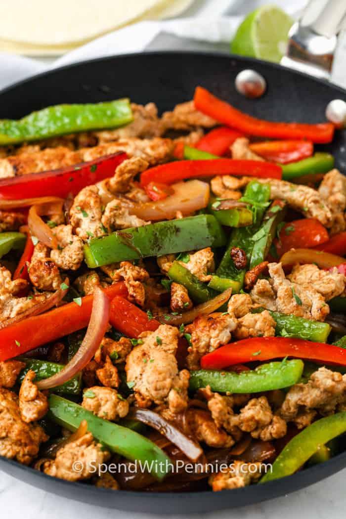 hús és zöldség főzés a serpenyőben, hogy Pork Fajitas