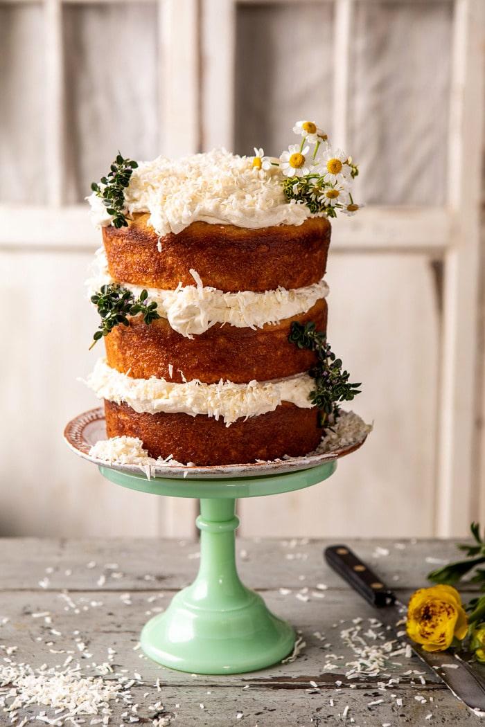 Citromos kókuszos meztelen torta felvert vaníliás vajkrémmel  halfbakedharvest.com # kókuszos torta # tavaszi receptek # keleti # torta # rétes torta