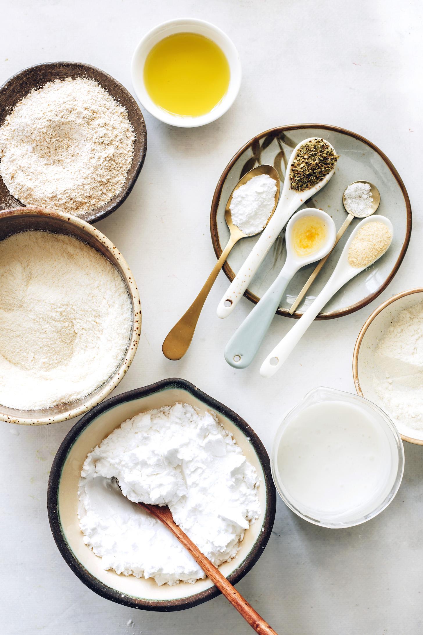 Burgonyakeményítő, zabliszt, kókuszliszt, fűszerek, só, almaecet, olívaolaj és kókusztej