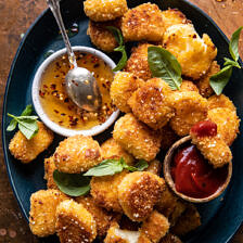 Sütőben sült Halloumi falatok forró mézzel  halfbakedharvest.com