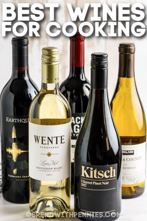 A legjobb borok a főzéshez egy asztalon, írással
