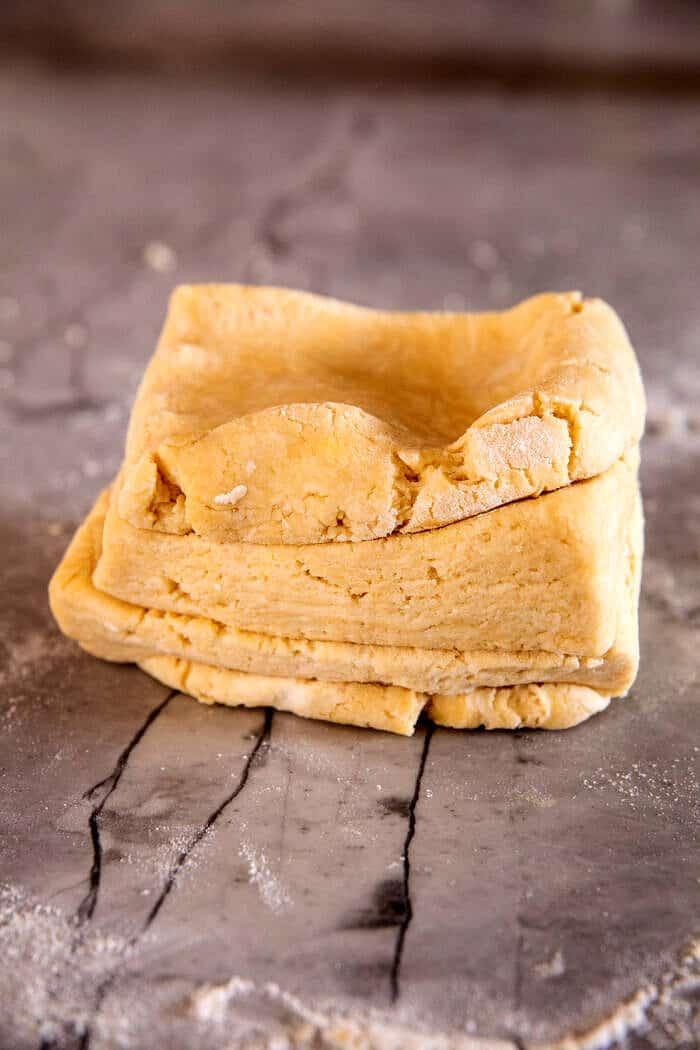 Pelyhes déli vajas keksz eper bourbon lekvárral  halfbakedharvest.com