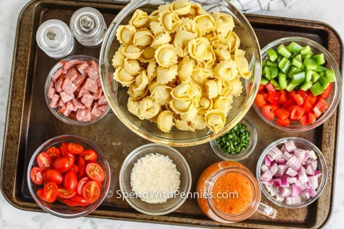 hozzávalókat egy olasz Tortellini saláta elkészítéséhez