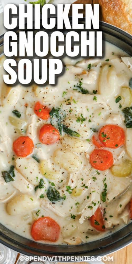 Csirke Gnocchi leves egy edényben címmel