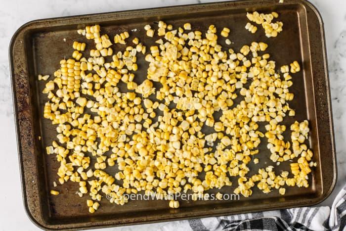 kukorica egy tepsibe, hogy megmutassuk, hogyan lehet lefagyasztani a kukoricát