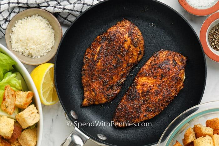 főzni csirkét csirke cézár salátához