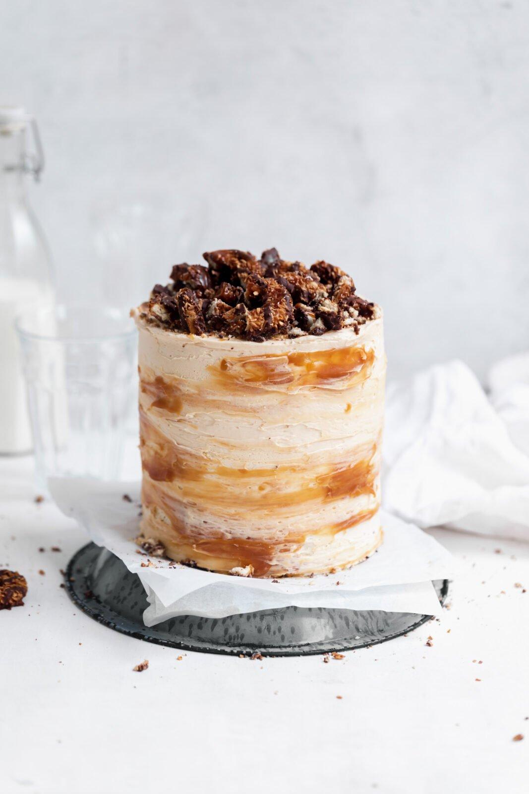 szamoa torta karamellával és kókuszdióval