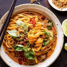 20 perc vörös curry tészta sült kókuszdióval |  halfbakedharvest.com