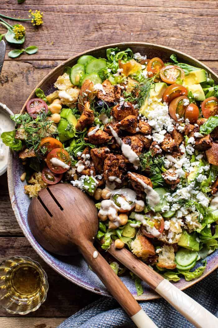 Görög csirke apróra vágott saláta citromos Tahini Vinaigrette-szel |  halfbakedharvest.com