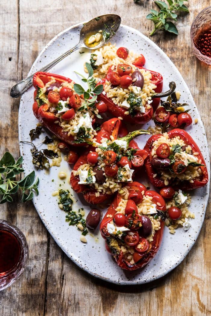 Görög Orzo töltött piros paprika Lemon bazsalikomos paradicsommal  halfbakedharvest.com #egészséges # nyári receptek # könnyű # vacsora # görög
