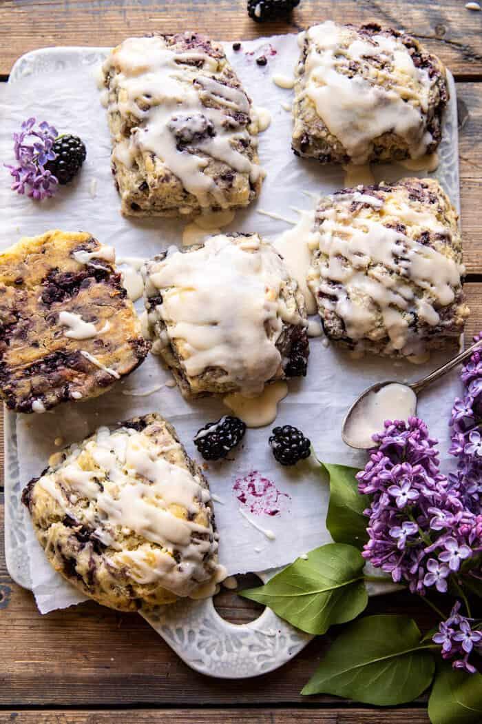 Blackberry levendula fehér csokoládé pogácsa  halfbakedharvest.com