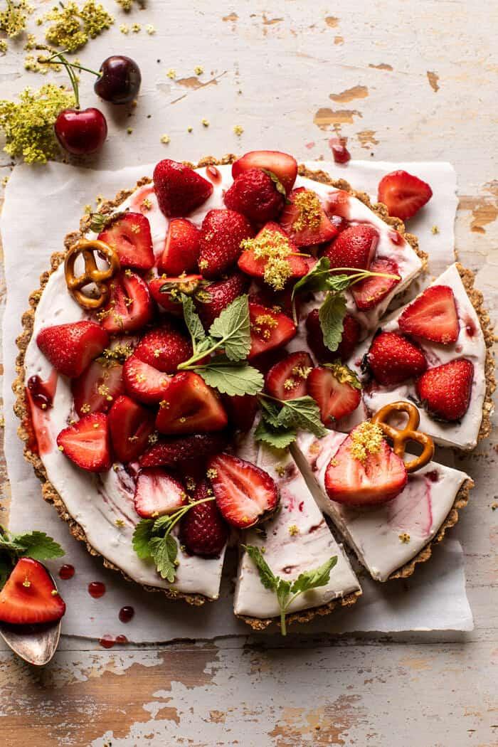 Kettős eper perec pite |  halfbakedharvest.com