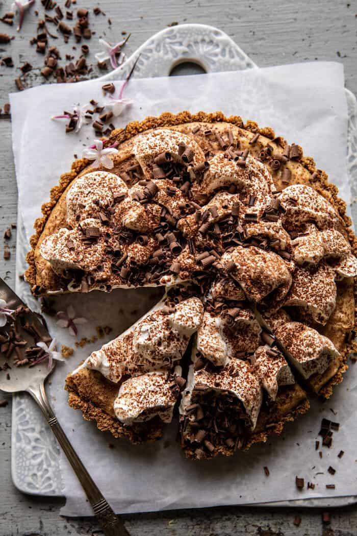 Vintage csokoládé földimogyoró vajas pite |  halfbakedharvest.com