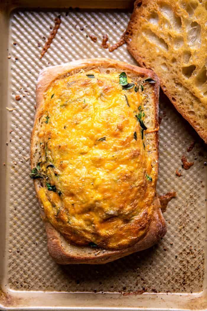 Sült Cheddar Pesto tojáshajók    halfbakedharvest.com