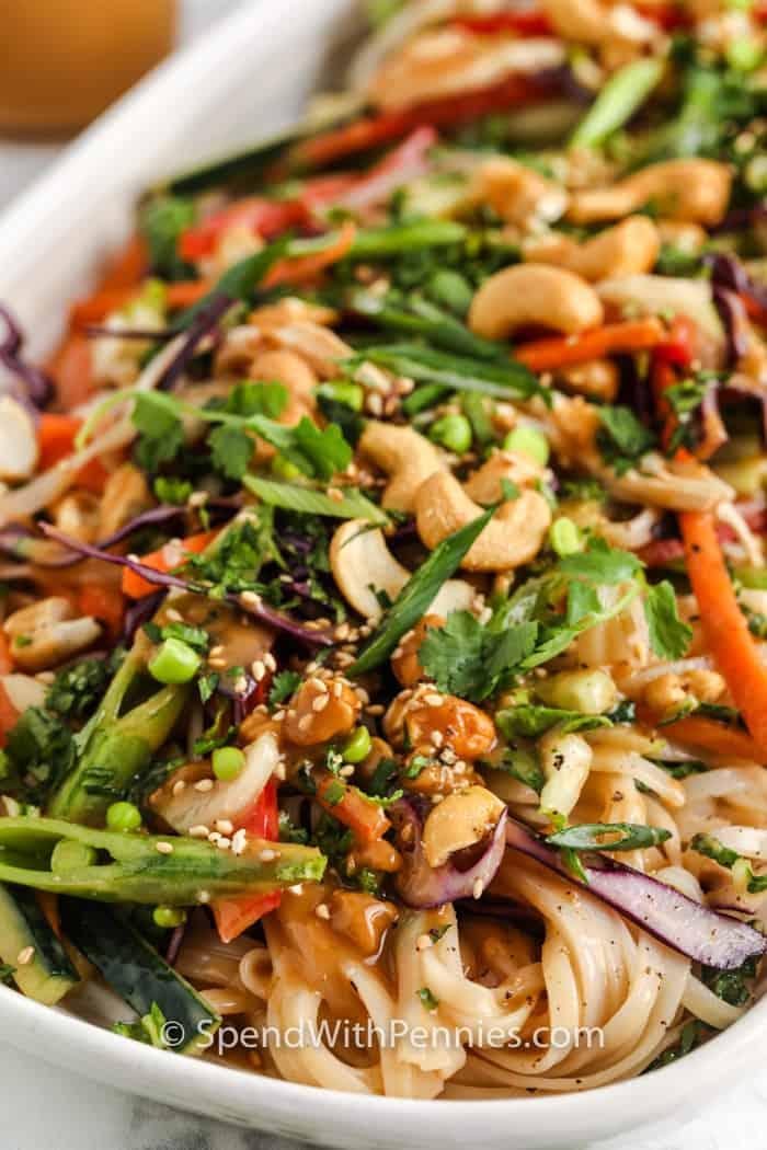 zár-megjelöl-ból kész szezám gyömbéres tészta saláta