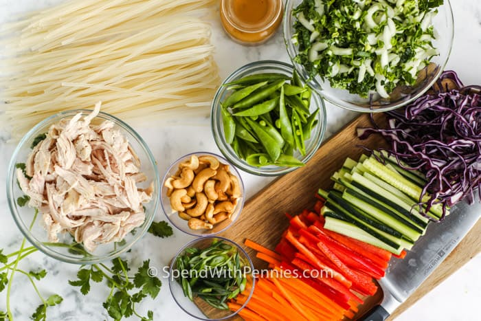 összetevők a szezám gyömbéres tésztasaláta elkészítéséhez