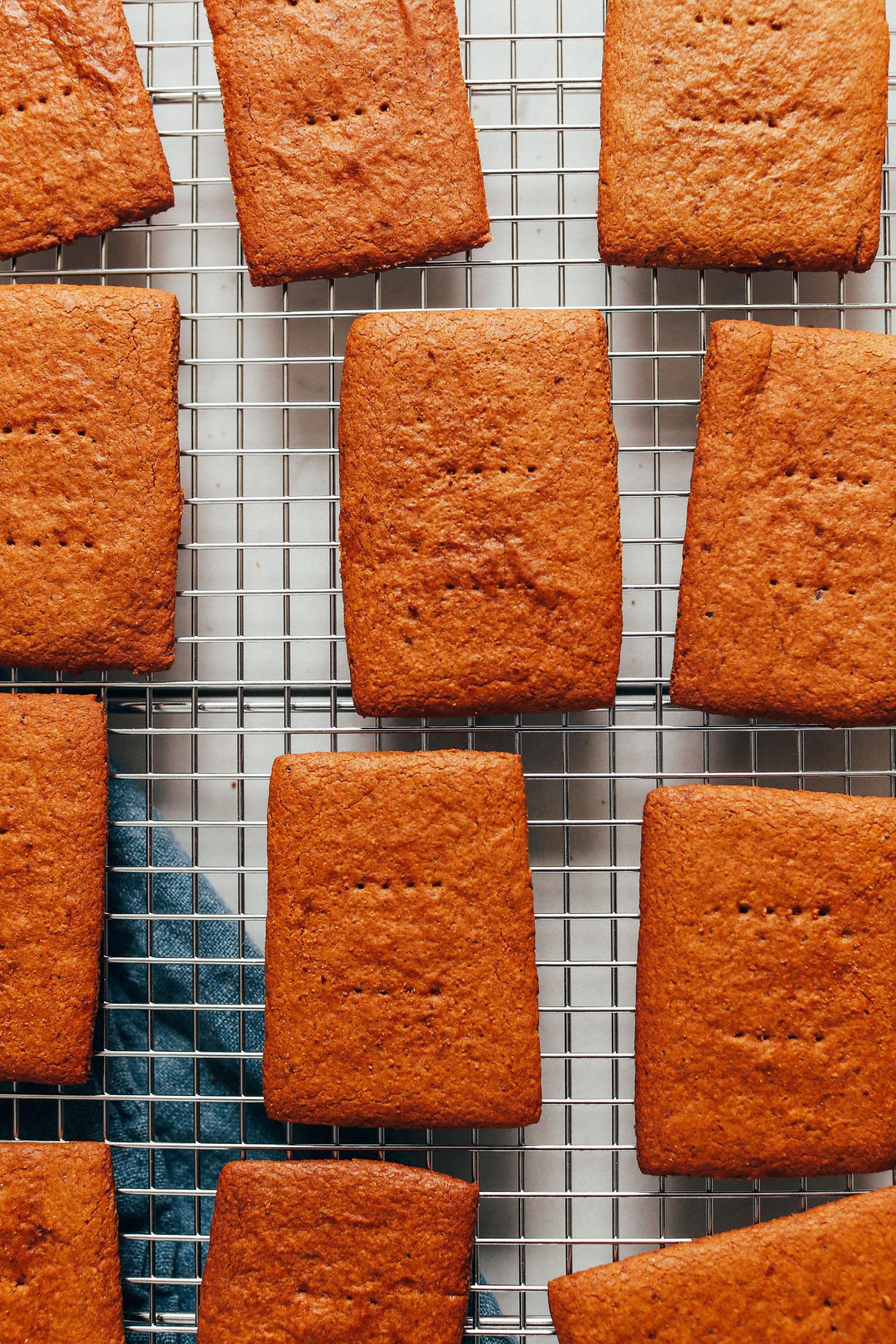 Gluténmentes graham keksz hűtő állványon