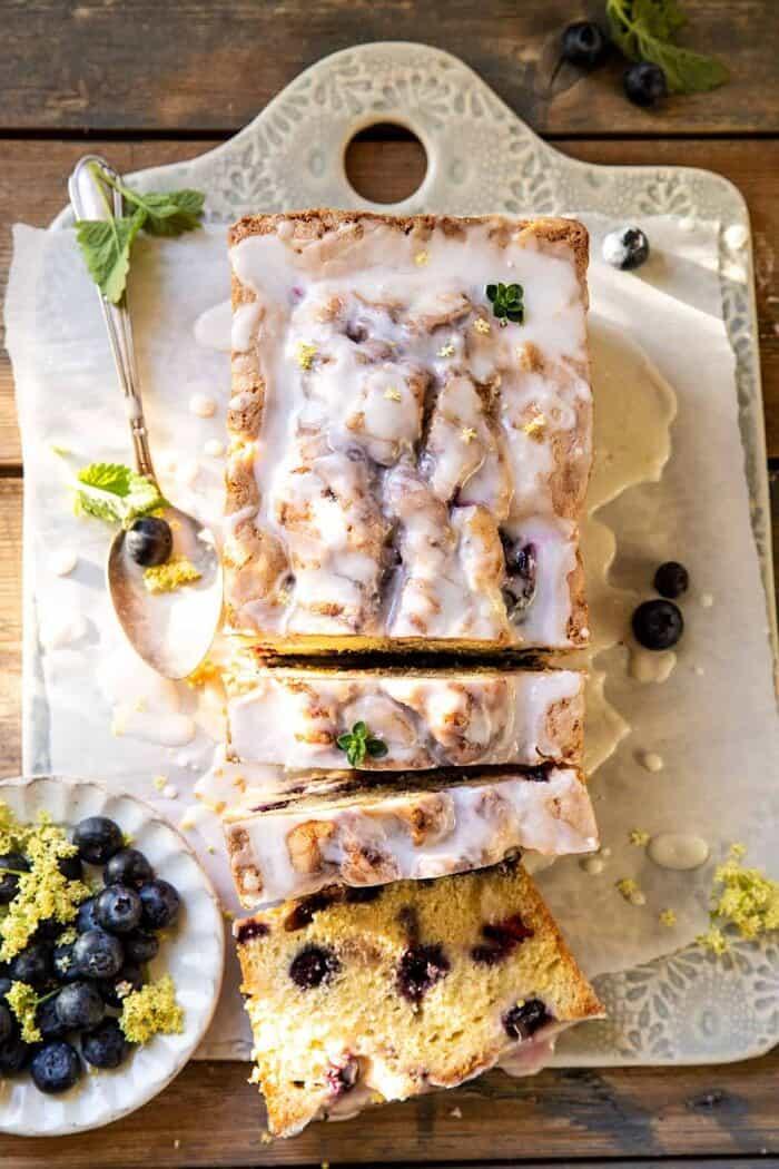 Forgatott áfonyás citromos kakukkfű torta  halfbakedharvest.com