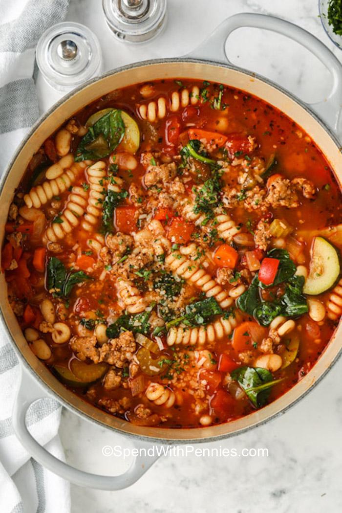 Egy fazék olasz kolbászleves tésztával
