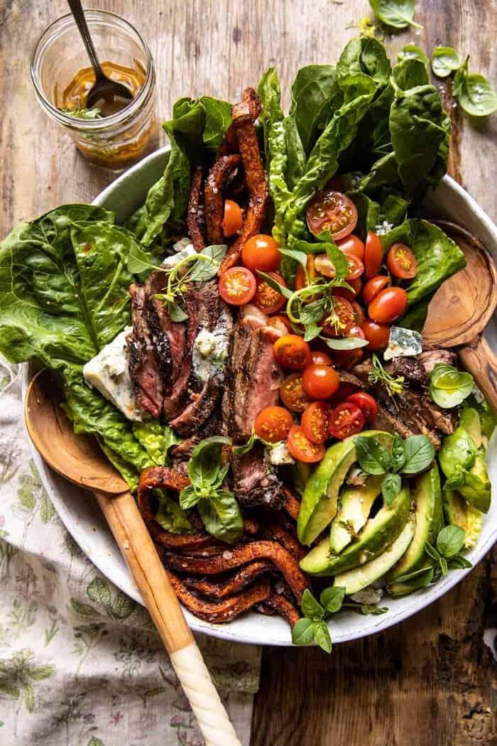 Édes burgonya sült steak saláta kék sajtvajjal  halfbakedharvest.com