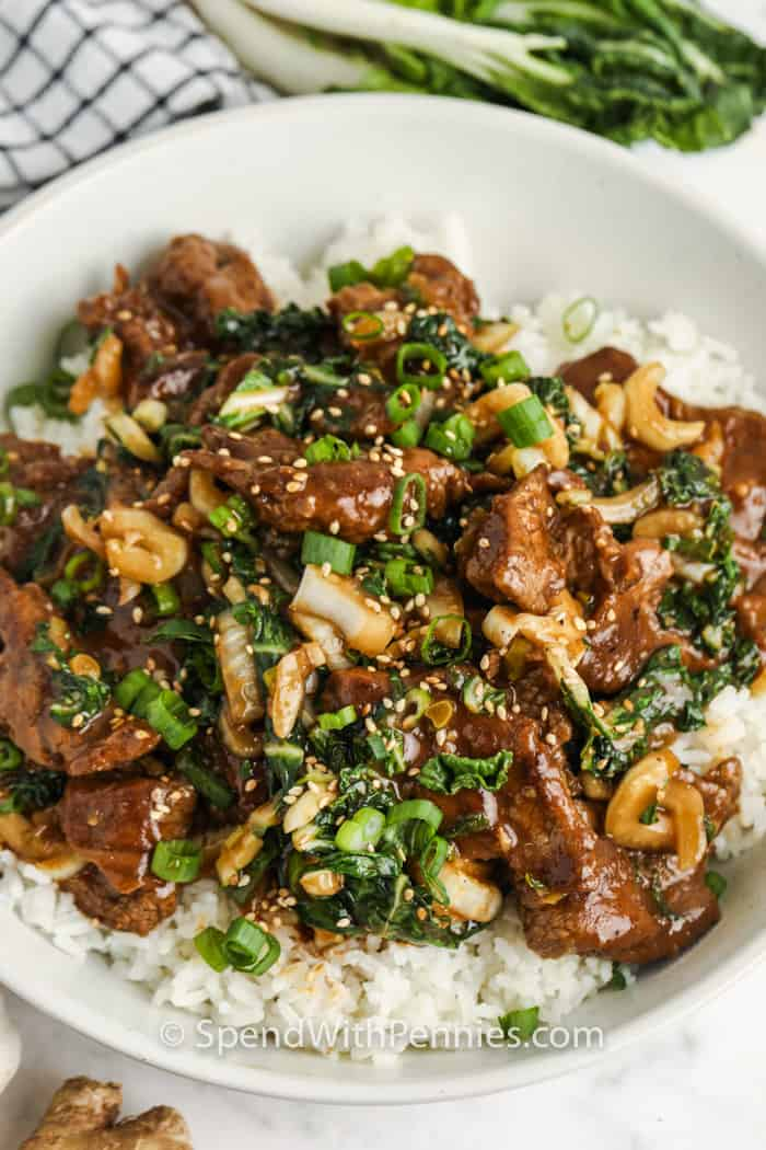 galvanizált marhahús és Bok Choy keverjük