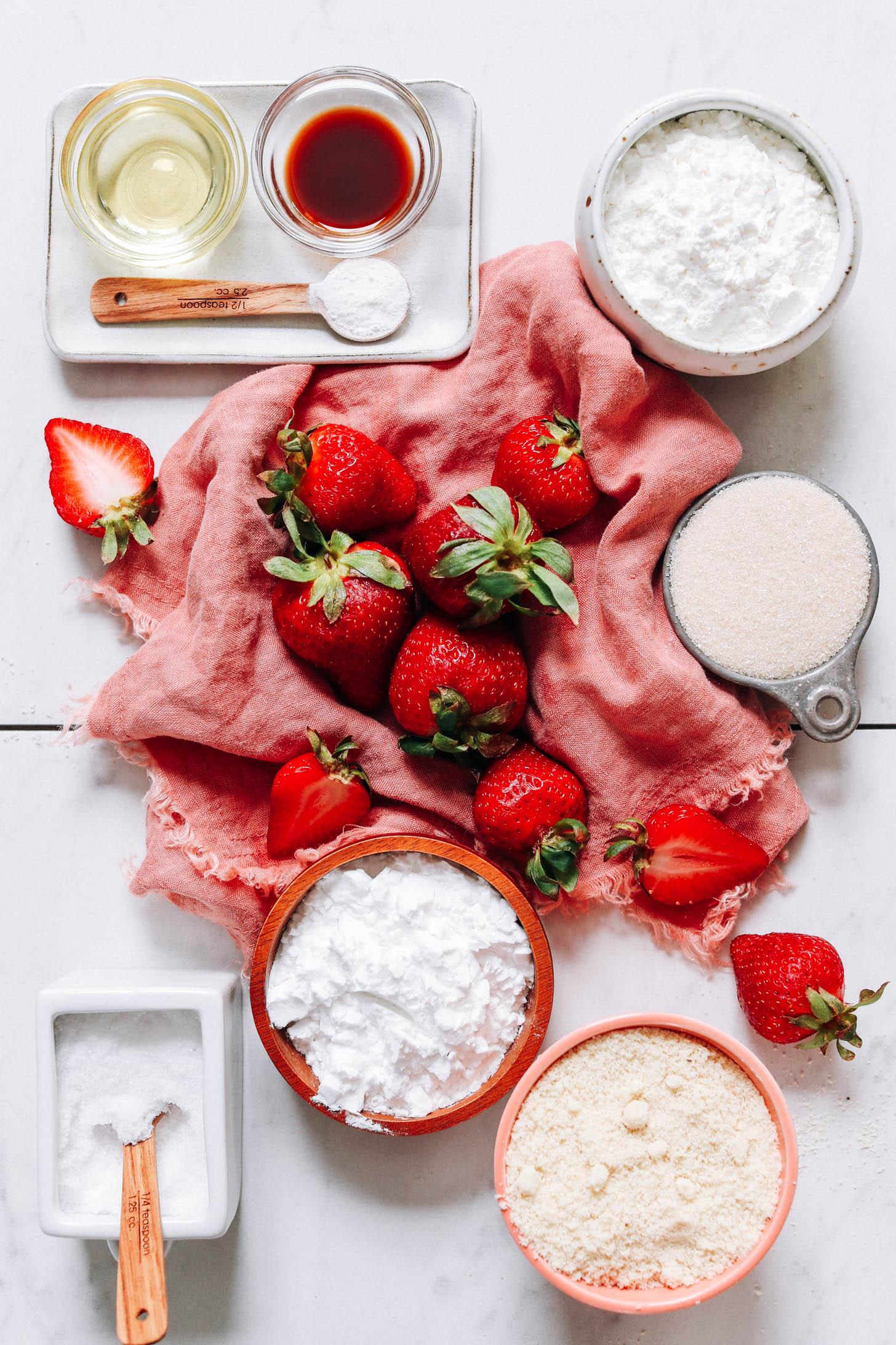 Avokádóolaj, vanília, eper, sütőpor, burgonyakeményítő, nádcukor, só és mandulaliszt