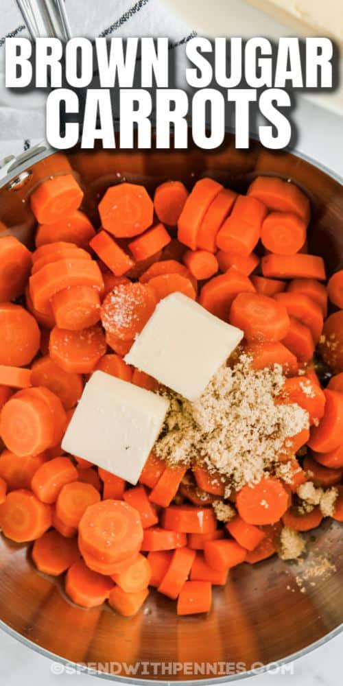 hozzávalókat hozzáadva egy serpenyőbe, hogy barna cukor sárgarépát készítsünk írásban