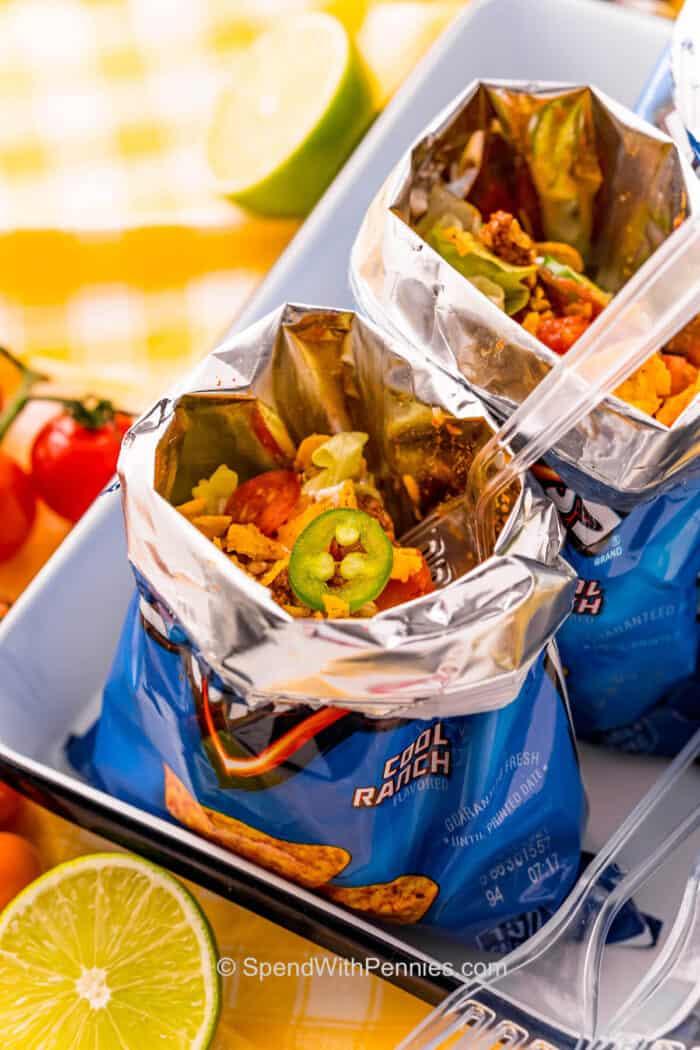 egy taco villával dorito táskában