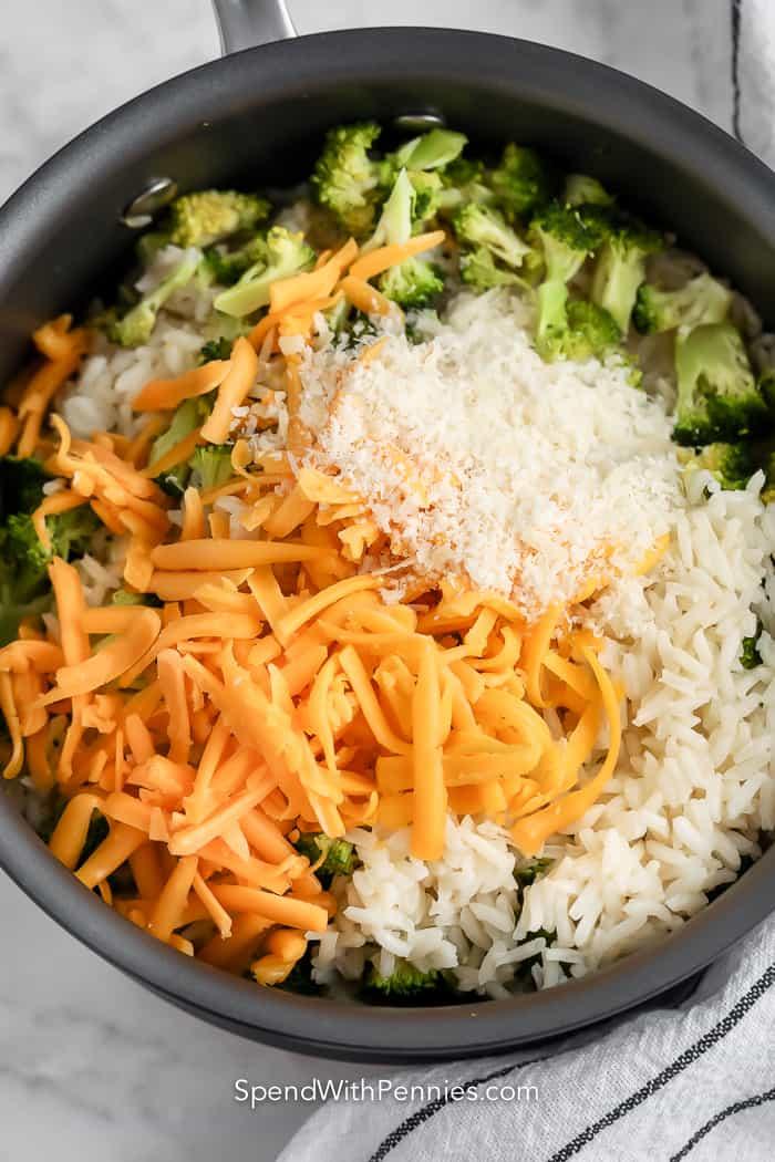 brokkoli rizs összetevők serpenyőben