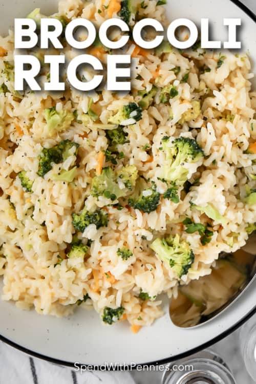 brokkoli rizs egy tálba szöveggel