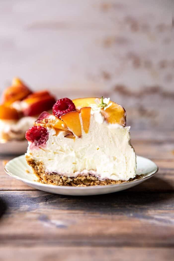 Őszibarack és tejszín perec torta  halfbakedharvest.com #pie # barack # nyár # desszert # nyugodt
