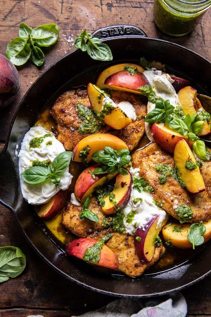 Pesto barackos csirke fehérborban, Burratával  halfbakedharvest.com