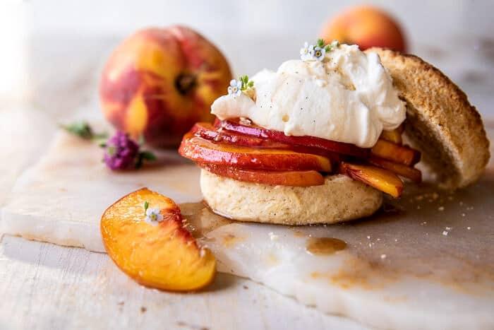 Barnacukor őszibarack sütemények  halfbakedharvest.com