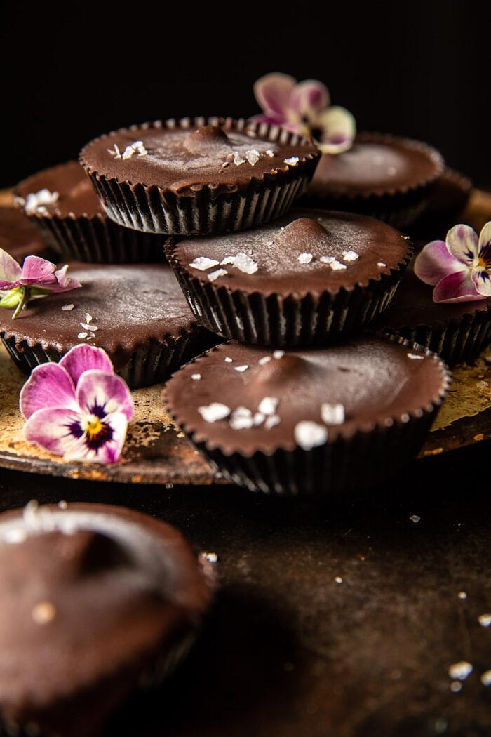 Fagyasztott csokoládé mogyoróvajas csészék |  halfbakedharvest.com