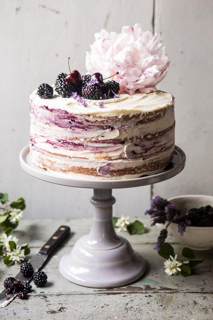Szeder levendula meztelen torta fehér csokoládé vajkrémmel  halfbakedharvest.com #summerrecipes #layercake # blueberry