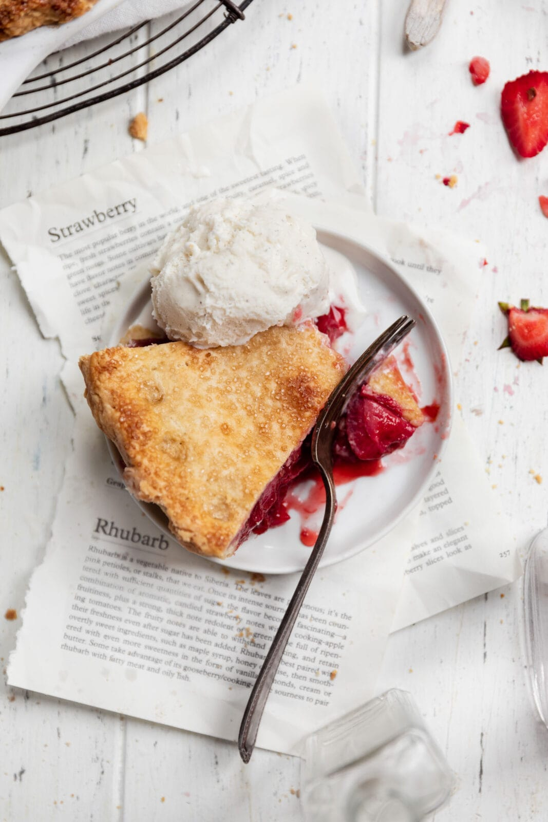 szelet eper rebarbara pite fagylalttal