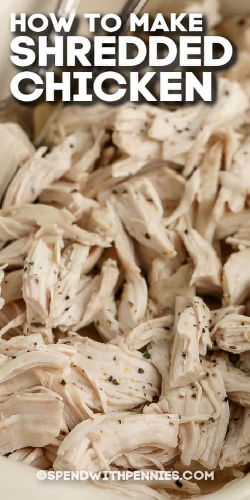 sütőben apróra vágott csirkemell egy edényben szöveggel