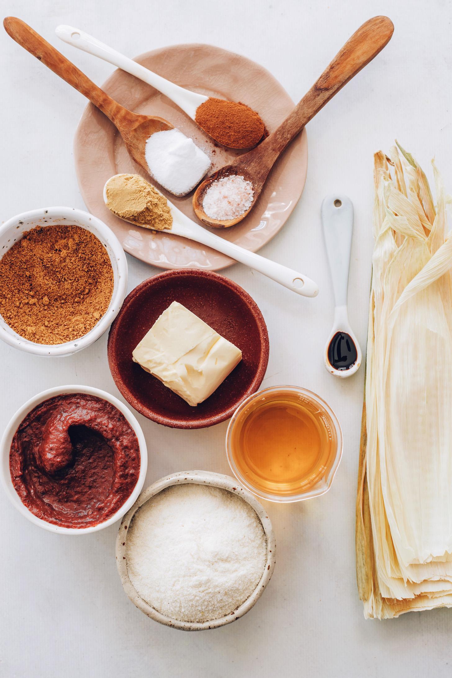 Kukoricahéj, almalé, masa harina, vanília, vegán vaj, almavaj, kókuszcukor, gyömbér, fahéj, só és sütőpor
