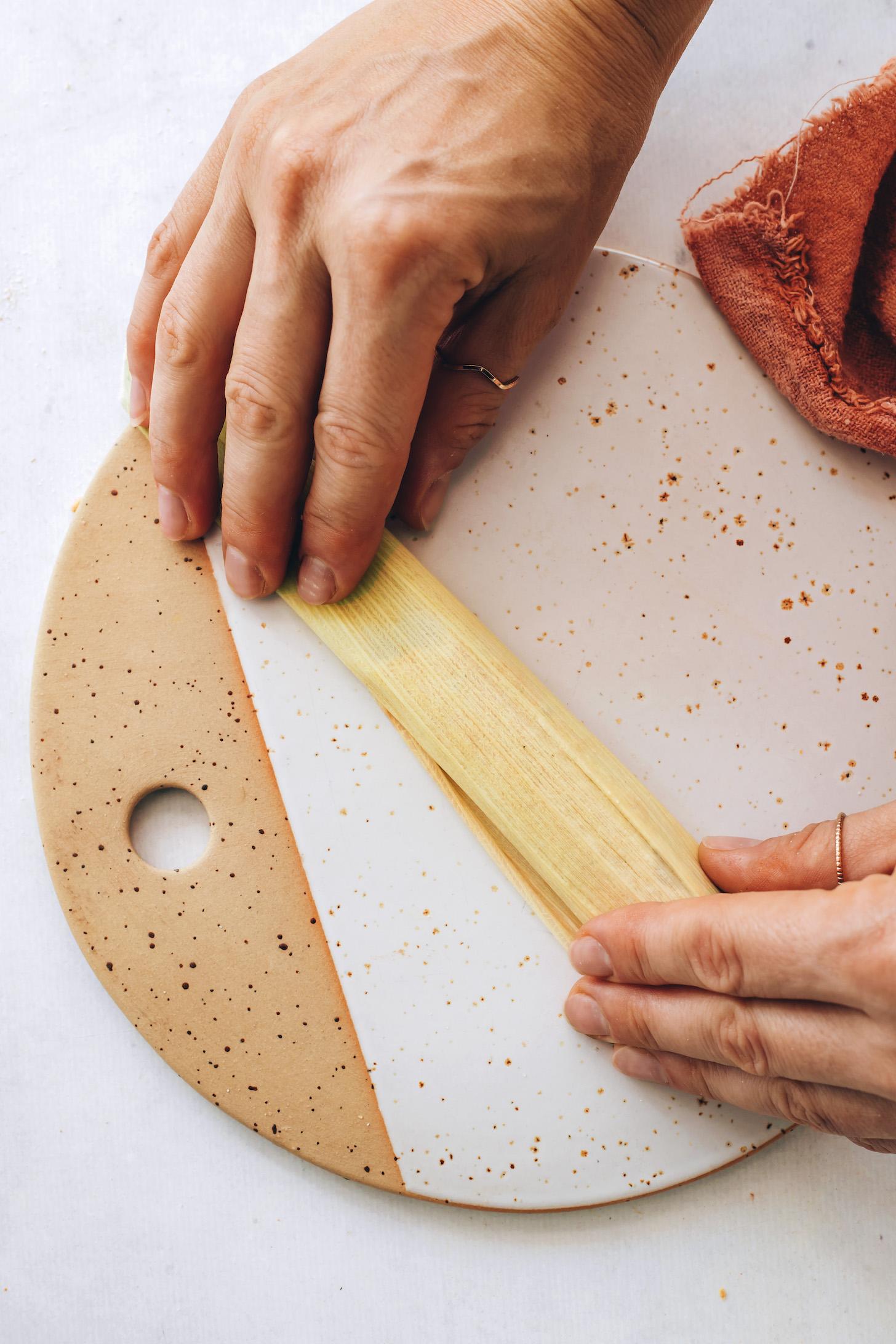 Tamale kukoricahéjban gurult
