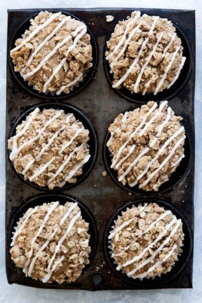 Nedves alma muffin ropogós alma ropogós öntettel.  Például, omg.
