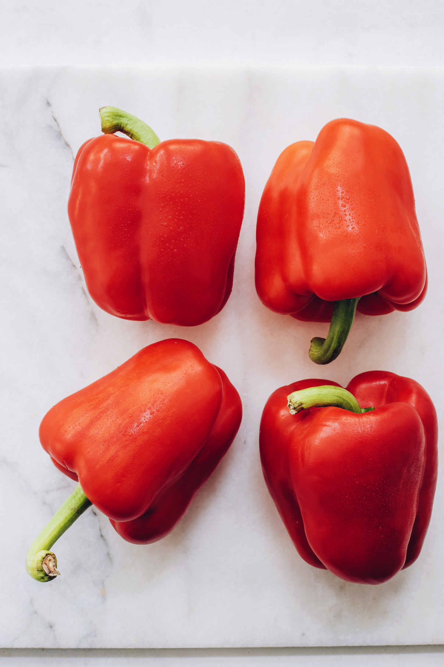 Négy piros kaliforniai paprika
