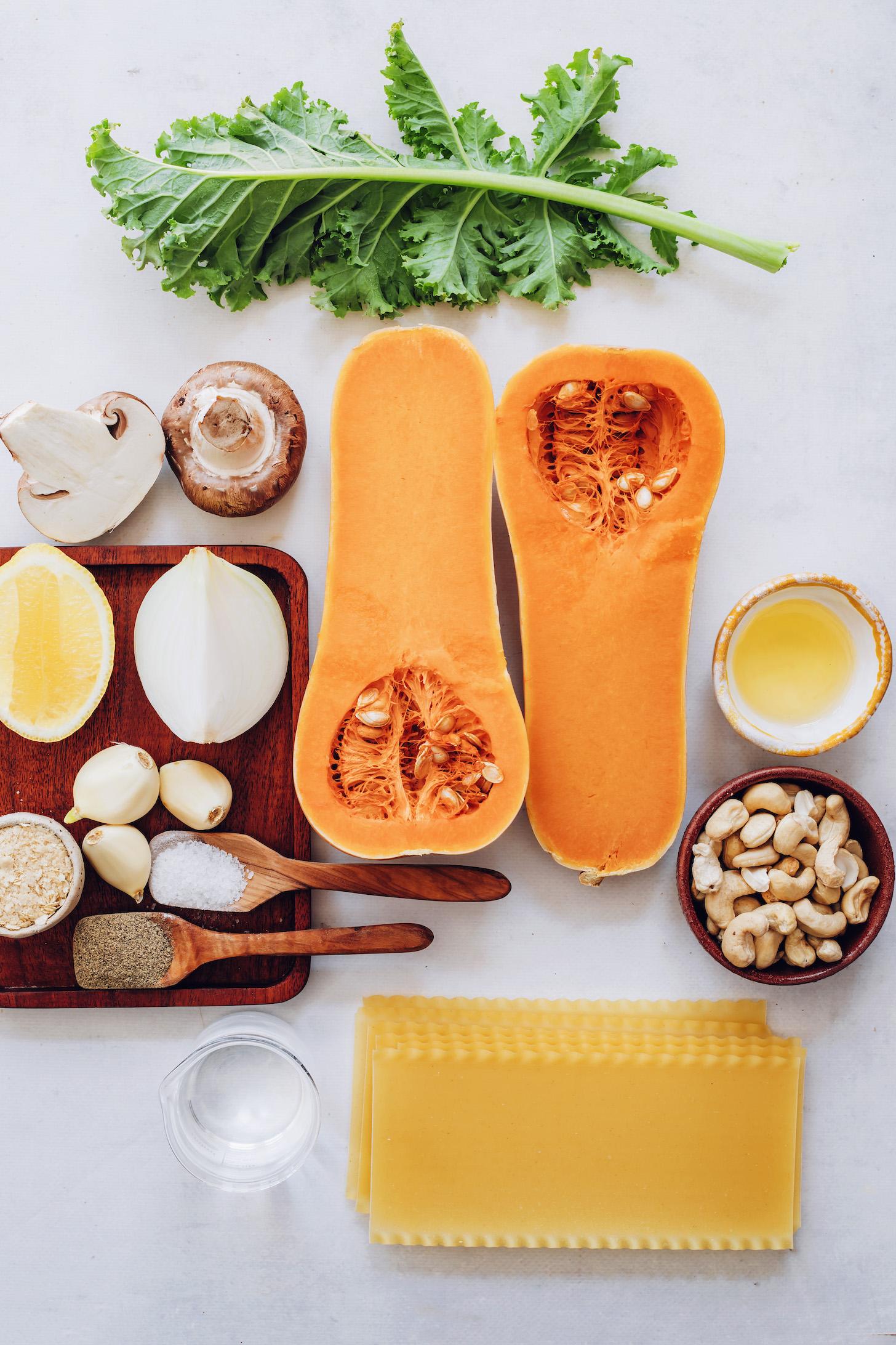 Káposzta, gomba, vajas tök, fokhagyma, só, bors, élesztő, citrom, víz, lasagne tészta, kesudió és olívaolaj